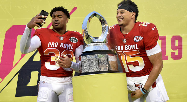4dde71a1d Trophy Presentation Disaster Was Best Part of Another Forgettable Pro Bowl