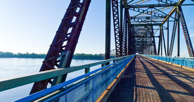 A popular walking bridge on the Mississippi River to close for repairs