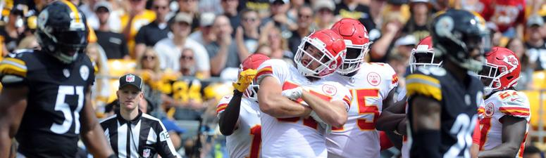 Mahomes throws 6 TDs, Chiefs hold off Steelers 42-37