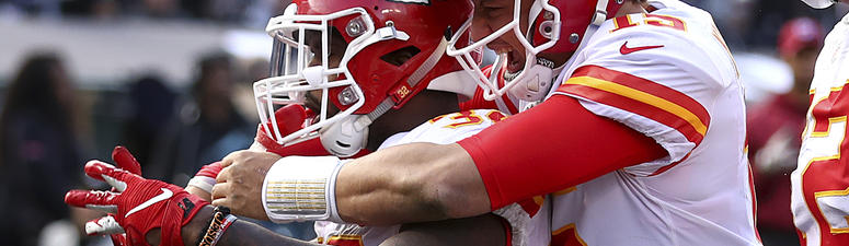Mahomes throws 4 TDs to lead Chiefs past Raiders 40-33
