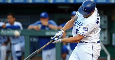 Moustakas drives in 4 as Royals hold on to beat Twins 11-8