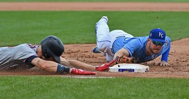Twins avoid sweep, beat Royals 9-6