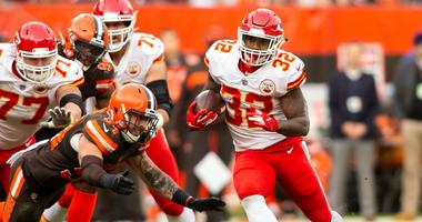 Mahomes passes for 375 yards as Chiefs down Browns 37-21