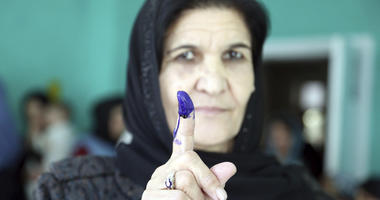 Afghan vote enters 2nd day after attacks, technical issues