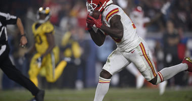 Chiefs' Hill fined $10K by NFL for peace sign gesture