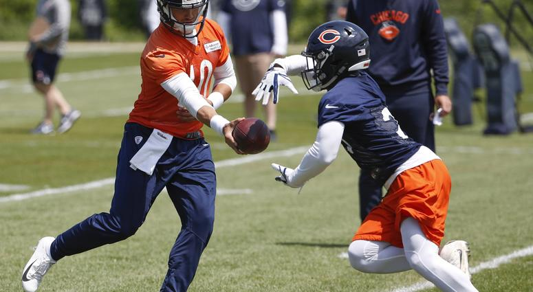 Jun 5, 2018; Lake Forest, IL, USA; Chicago Bears quarterback Mitchell Trubisky (10) hands the ball to running back Tarik Cohen (29) during veterans minicamp at Halas Hall.