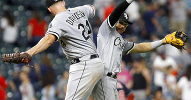 Davidson's 11th-Inning Single Sends Sox Past Indians