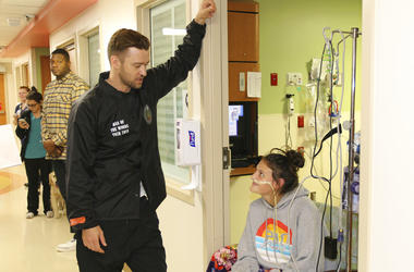 This photo provided by HCA Healthcare's Methodist Children's Hospital shows Justin Timberlake visiting patients at the San Antonio, Texas hospital Friday, Jan. 18, 2019.