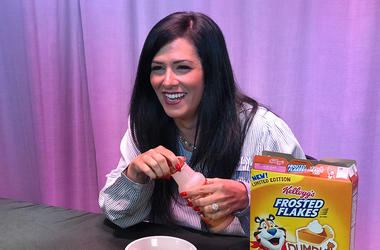 Kelly Tries: Pumpkin Spice Frosted-Flakes with Pumpkin Pie Milk
