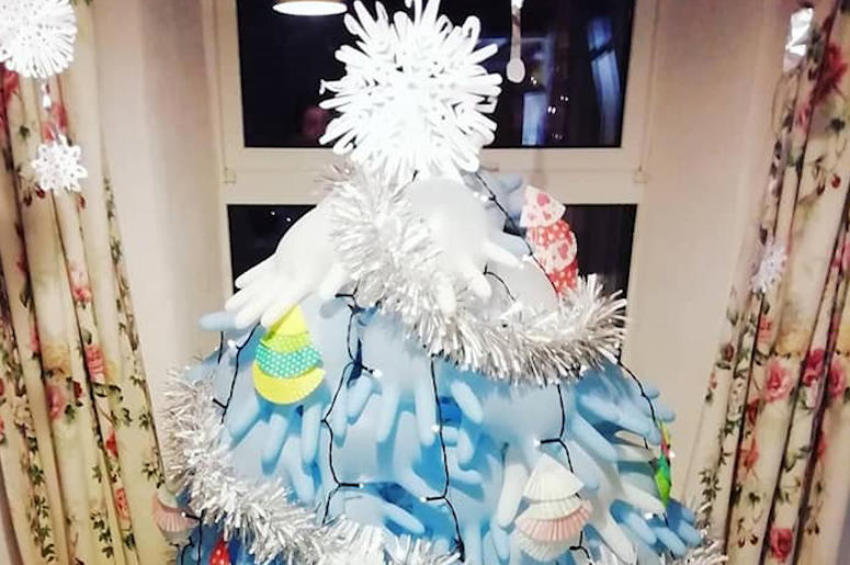 Resourceful Mom Makes Frugal Christmas Tree Out Of Rubber Gloves For $2.50