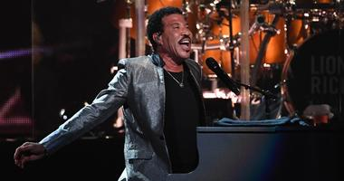 Lionel Richie on the piano