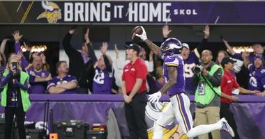 "Stefon Diggs catches the ""Minneapolis Miracle"""