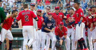 Twins win on walk-off grand slam by Dozier