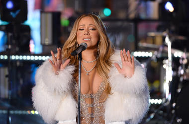 """Mariah Carey Redeems Herself After Last Year's """"New Year's Rockin' Eve"""" Disaster"""