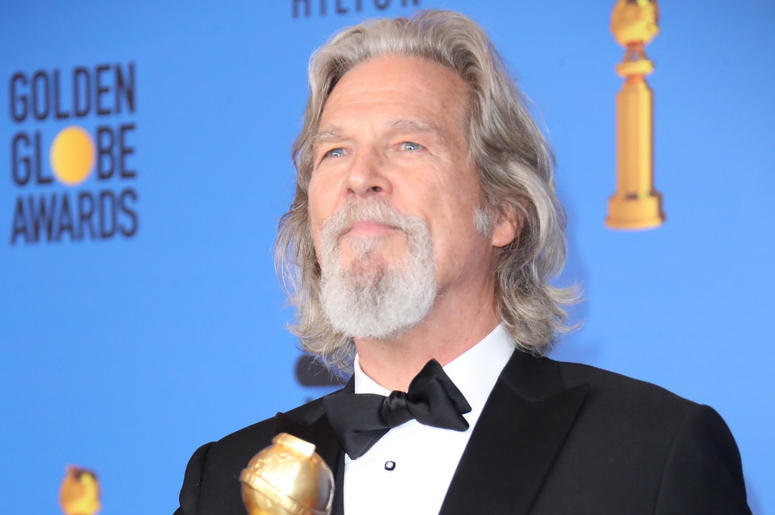 Jeff Bridges poses in the press room with the Cecil B. DeMille award at the 76th Golden Globe Awards at the Beverly Hilton