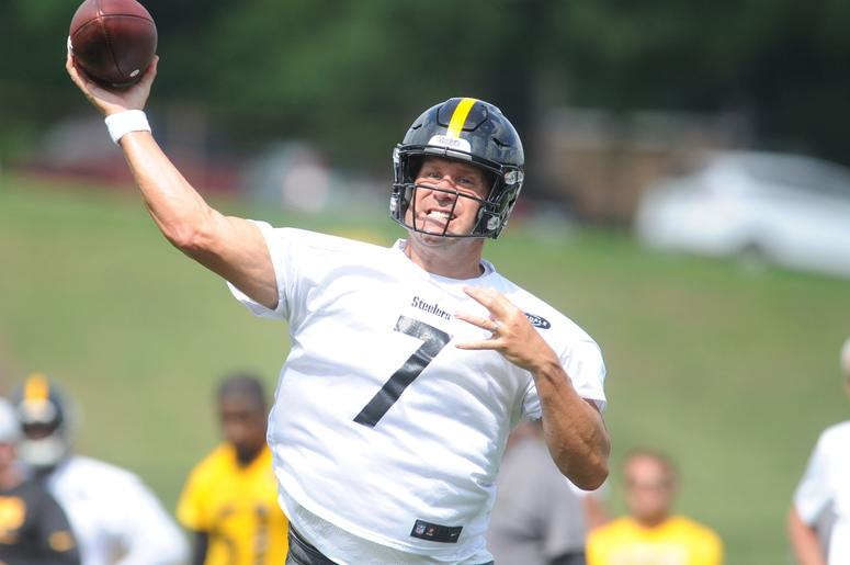Ben Roethlisbergers Throw Syncs Up With Air Show At Training Camp