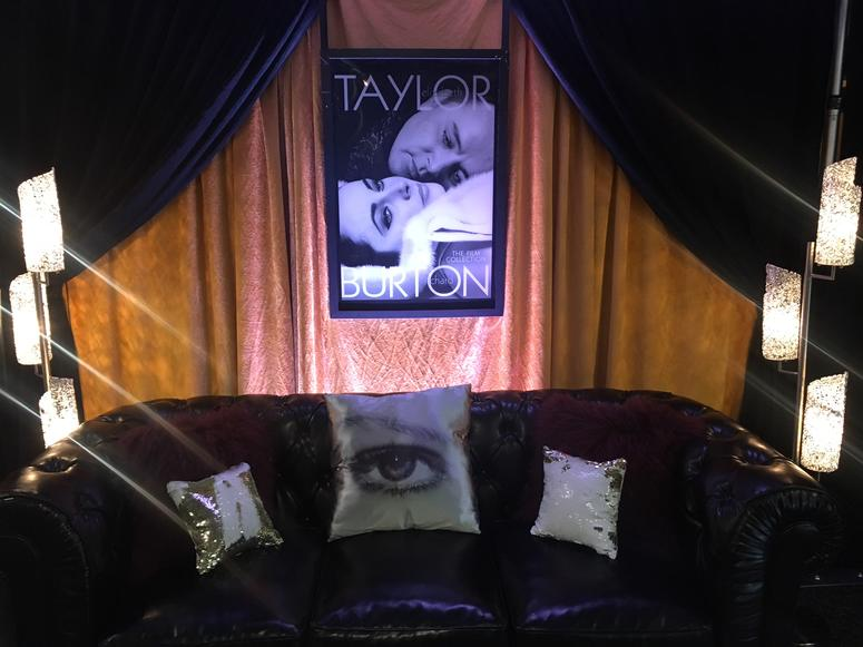 Taylor Swift Backstage - Couch