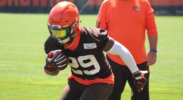 Browns running back Duke Johnson runs during a drill on May 23, 2018 during the team's OTAs