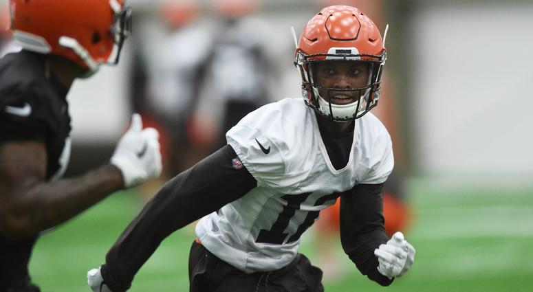 Usatsi Lowres Itok Browns Defensive Back Denzel Ward Covers Receiver During Rookie Minicamp At The