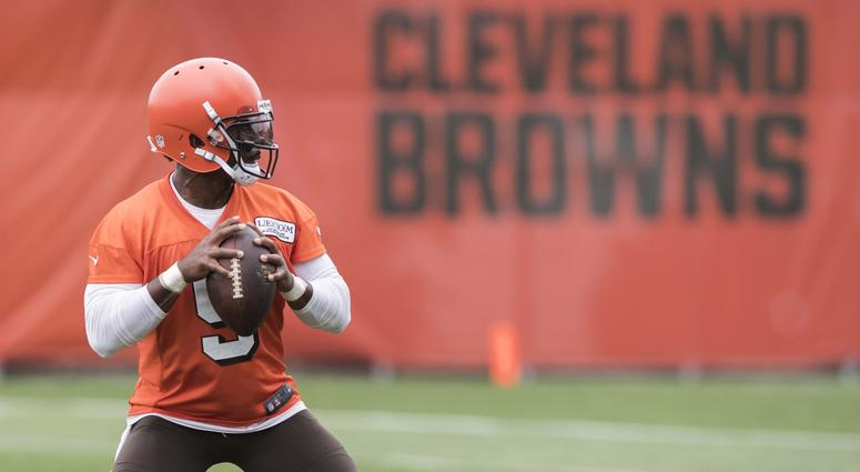 Usatsi Lowres Itok Cleveland Browns Quarterback Tyrod Taylor Cinci Throws Pass During Minicamp At The