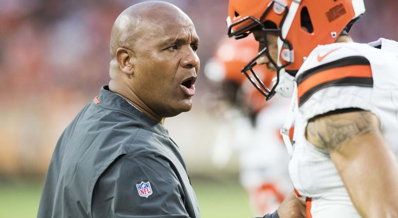 Cleveland Browns head coach Hue Jackson yells at wide receiver Jeff Janis (13) after a penalty during the first half against the Buffalo Bills at FirstEnergy Stadium