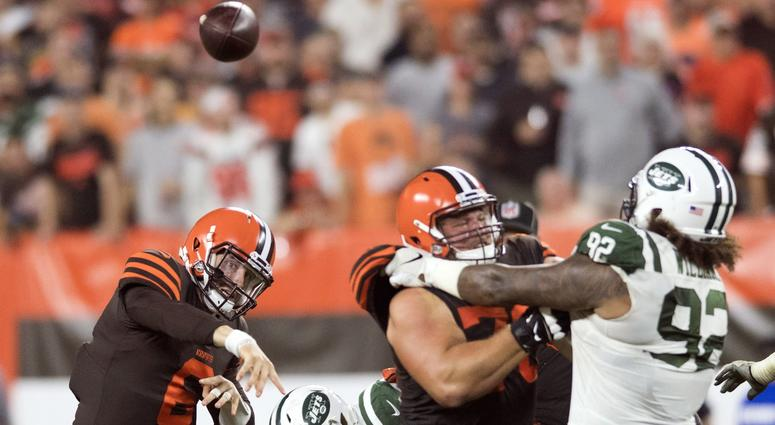 Cleveland Browns quarterback Baker Mayfield (6) throws a pass during the first half against the New York Jets at FirstEnergy Stadium.