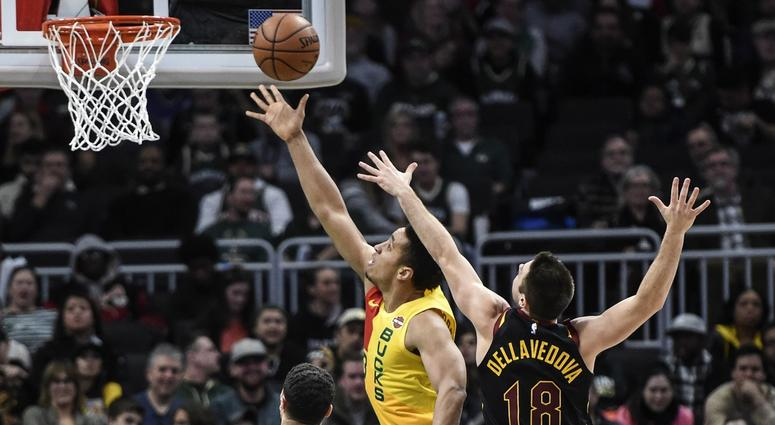 Brogdon's 3-pointers lift Bucks past Raptors