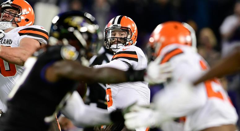QB Baker Mayfield breaks National Football League record for TD passes in rookie season