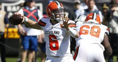 Cleveland Browns quarterback Baker Mayfield (6) prepares to throw a pass against the Oakland Raiders in the first quarter at Oakland Coliseum.