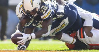 Melvin Gordon Los Angeles Chargers scores a touchdown against the Cleveland Browns