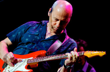 Mark Knopfler Performs in Concert