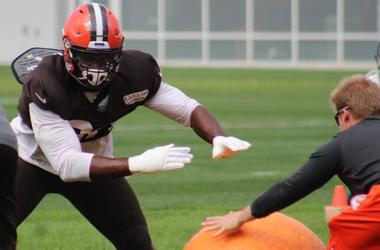 Browns defensive end Emmanuel Ogbah goes through a drill during practice on Sept. 26, 2018.