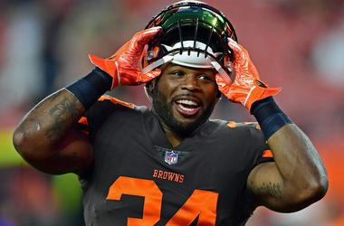 Cleveland Browns running back Carlos Hyde (34)