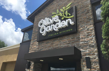 The Olive Garden restaurant on Orlando Avenue in Winter Park. The Orland-based restaurant chain has registered 11 straight quarters of same-restaurant sales growth. (Photo by Kyle Arnold/Orlando Sentinel/TNS) *** Please Use Credit from Credit Field ***