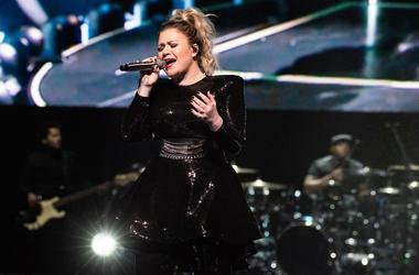 OAKLAND, CA - JANUARY 24: Kelly Clarkson performs during the opening night of the 'Meaning of Life' tour at ORACLE Arena on January 24, 2019 in Oakland, California. Photo: Chris Tuite/imageSPACE/Sipa USA