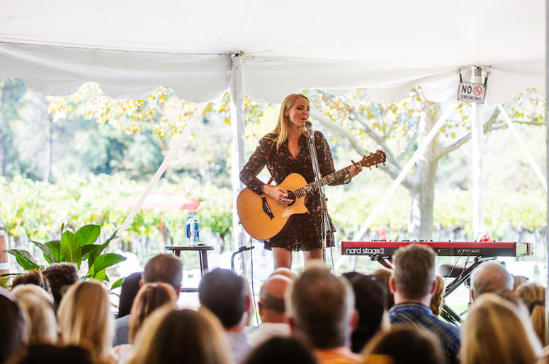 Jewel performed at Sutter Home Winery on Nov. 4th during the 10th Anniversary Live In The Vineyard.