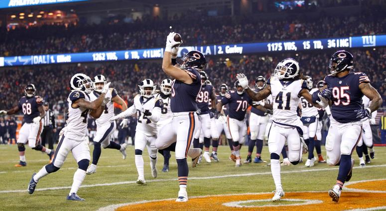 Bears offensive lineman Bradley Sowell (79) catches a touchdown pass against the Rams.
