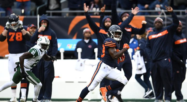 Bears running back Tarik Cohen takes a screen pass for a touchdown against the Jets.