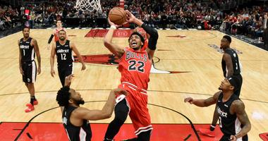 Bulls forward Otto Porter Jr. (22) goes to the basket against the Wizards.
