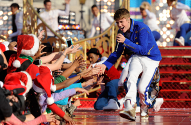 Justin Bieber performs a medley of holiday songs at Disney