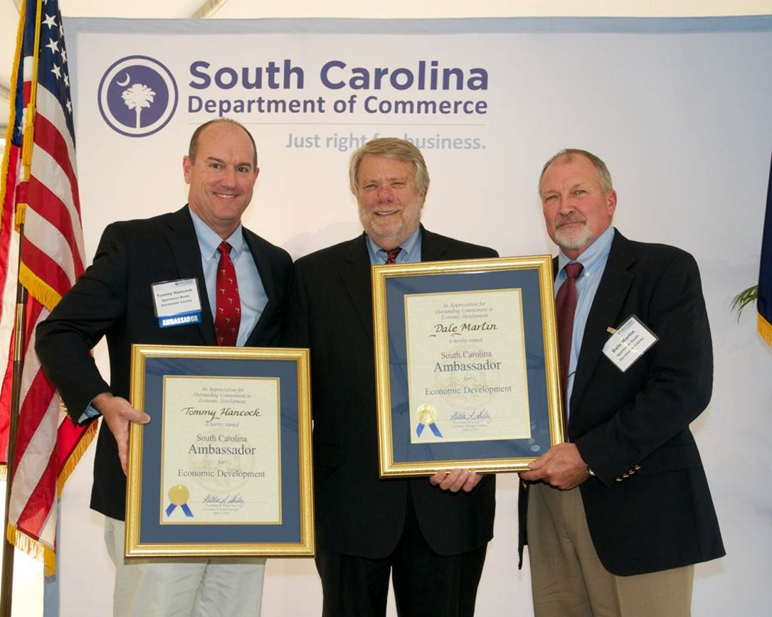 Sportsman Boats was named the 2014 Economic Ambassador for Dorchester County SC. Founders Tommy Hancock and Dale Martin received the recognition from SC Secretary of Commerce Bobby Hitt during a ceremony at the Governors Mansion in Columbia, SC.