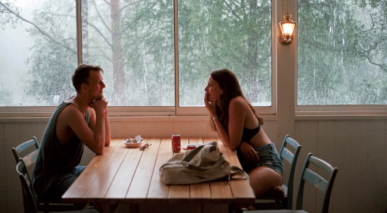 This Is Why You Should Date the Girl Who Unapologetically Loves to Eat