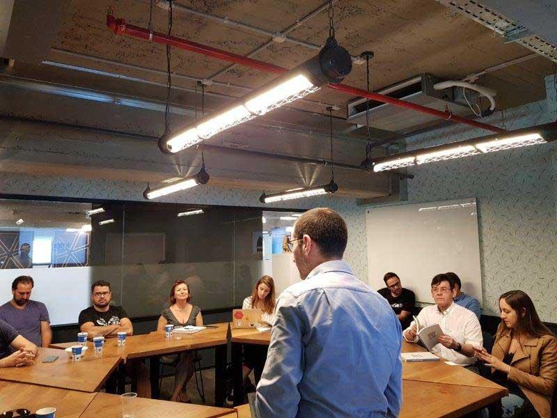 Pitchs de startups na sede da Microsoft Partners