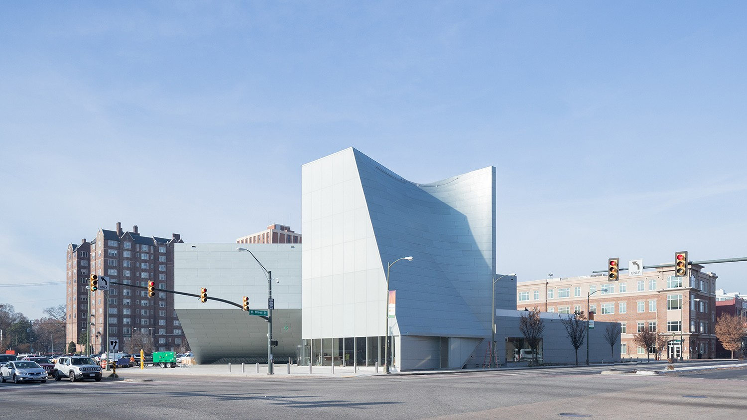 https://s3.us-east-2.amazonaws.com/steven-holl/uploads/projects/project-images/IwanBaan_ICA_VCU_17-12SHA3652_WH.jpg