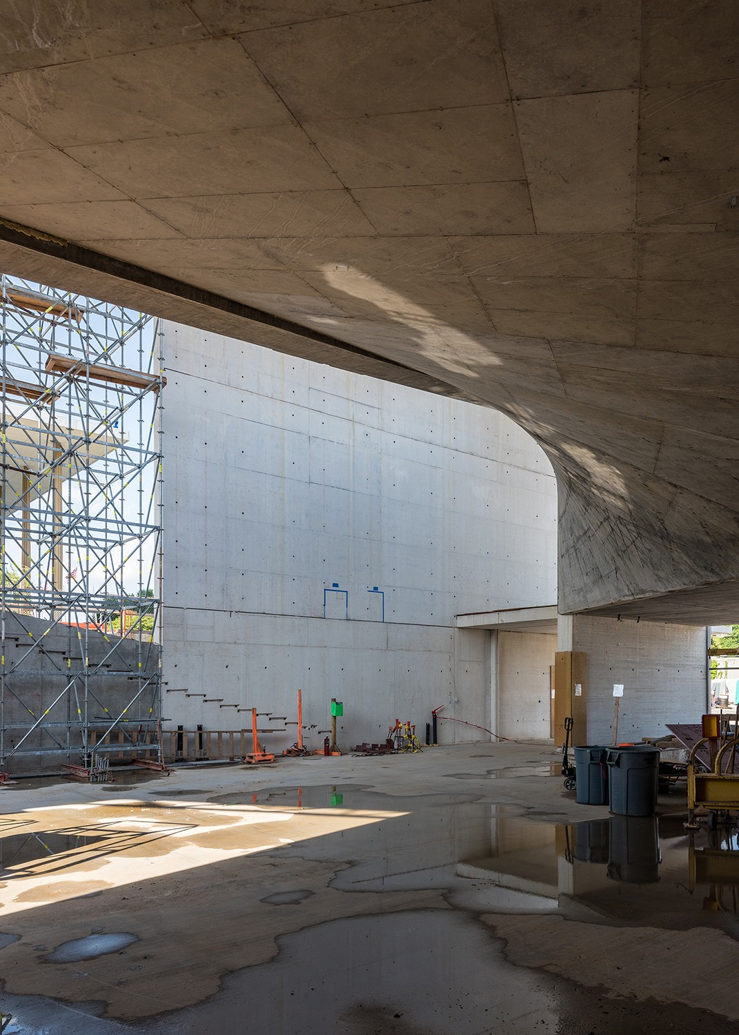 https://s3.us-east-2.amazonaws.com/steven-holl/uploads/projects/project-images/JonathanMorefield_JFK_2018_05_25-Kennedy Center Expansion-DSC_3328_WV.jpg