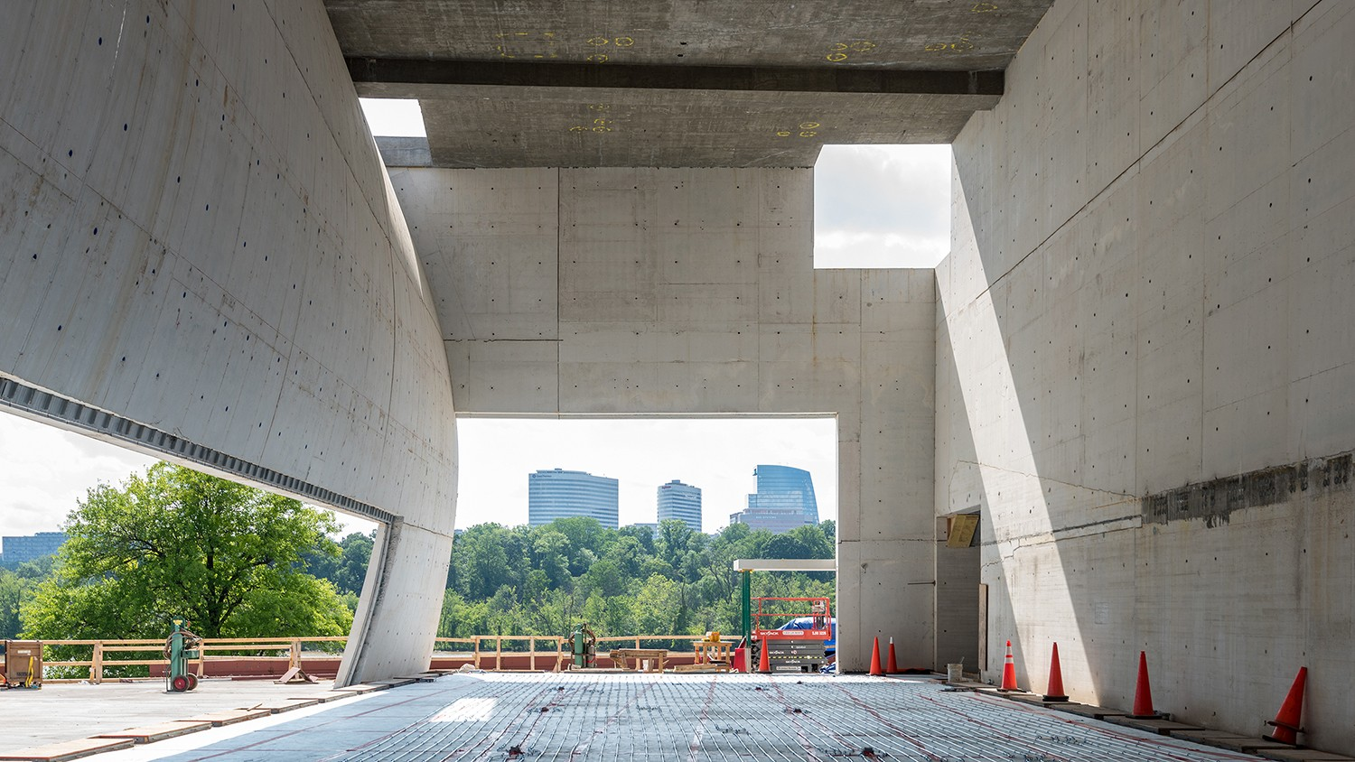 https://s3.us-east-2.amazonaws.com/steven-holl/uploads/projects/project-images/JonathanMorefield__JFK_2018_05_25-Kennedy Center Expansion-DSC_2847_WH.jpg