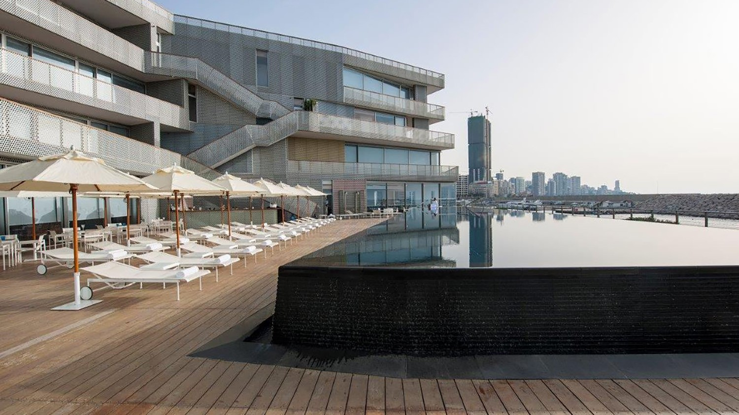 https://s3.us-east-2.amazonaws.com/steven-holl/uploads/projects/project-images/LeYachtClub_Beirut_Pooldeck_7_WH.jpg