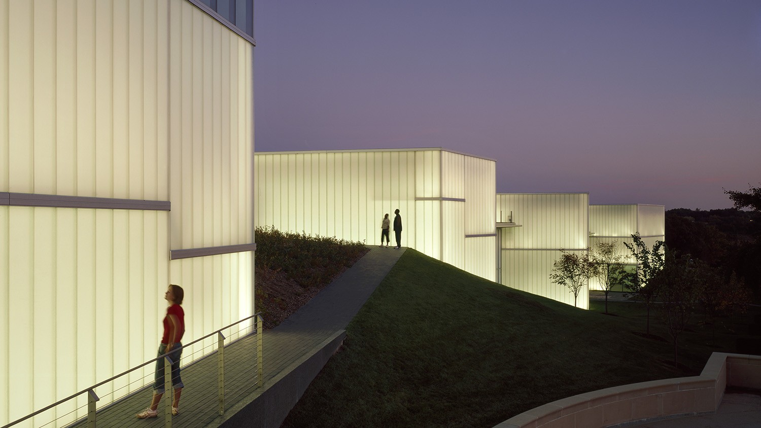 https://s3.us-east-2.amazonaws.com/steven-holl/uploads/projects/project-images/RolandeHalbe_NAMA_RH1625-51_WH.jpg