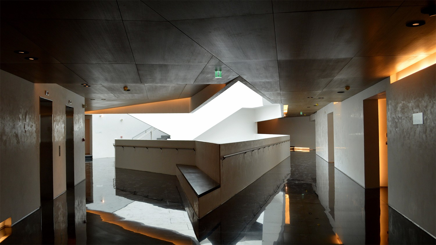 https://s3.us-east-2.amazonaws.com/steven-holl/uploads/projects/project-images/StevenHollArchitects_Beirut_London2013-06-24_19_WH.jpg