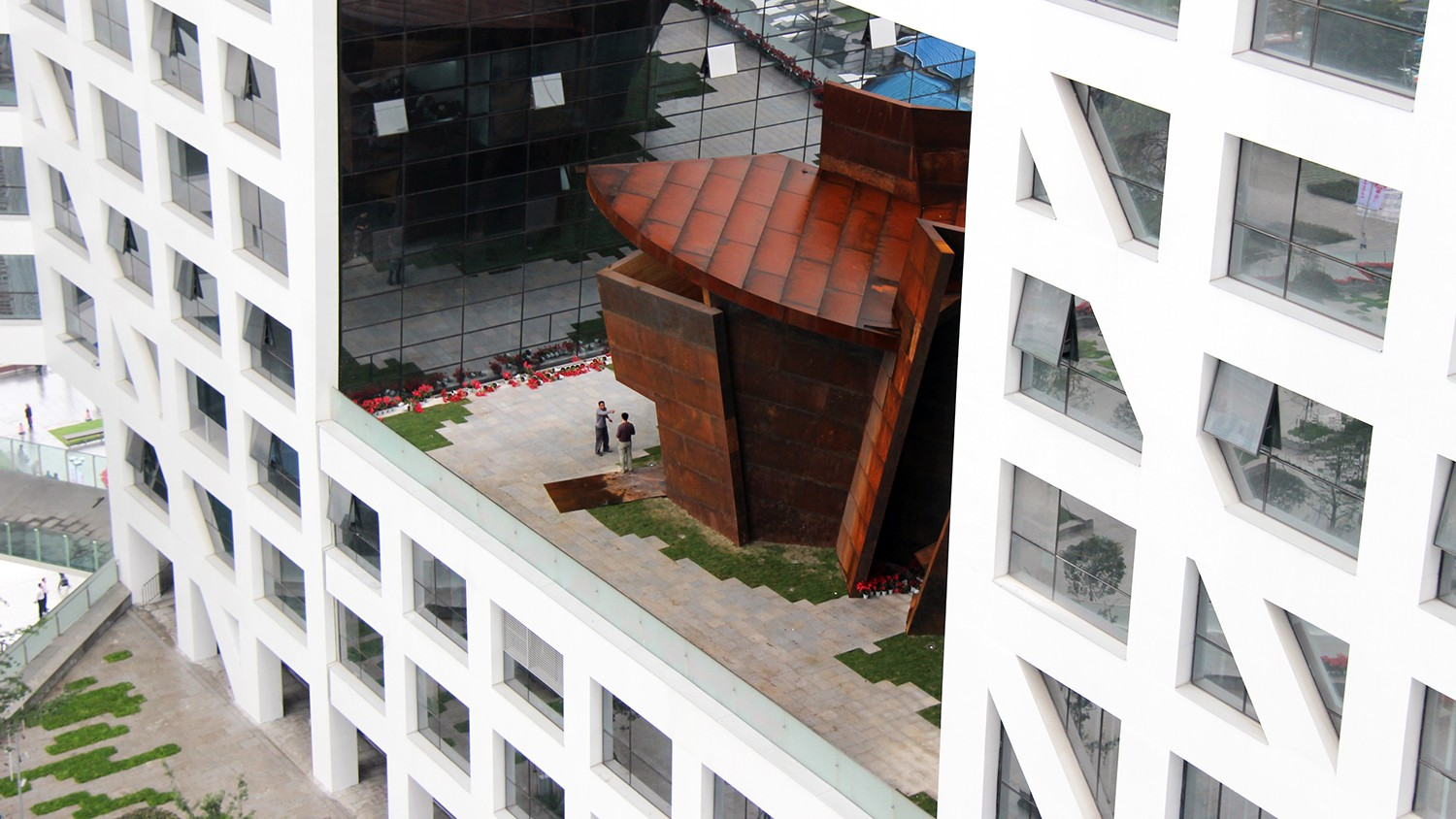 https://s3.us-east-2.amazonaws.com/steven-holl/uploads/projects/project-images/StevenHollArchitects_Chengdu_IMG_2750_WH.jpg